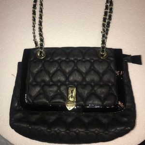 Betsey johnson quilted heart bag w/ gold chain